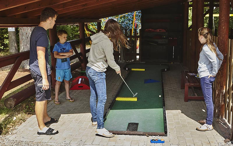 Mini golf - there are 18 recommended combinations. You can freely assemble your own.